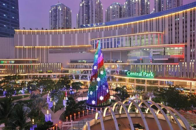 salah satu mall terbesar di jakarta yaitu central park