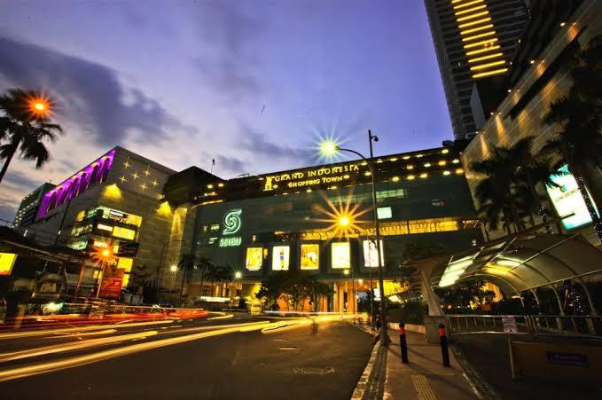 salah satu mall terbesar di jakarta yaitu grand indonesia