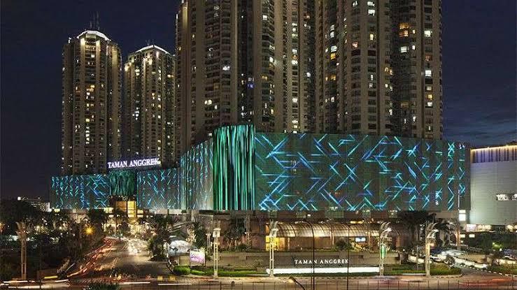 salah satu mall terbesar di jakarta yaitu taman anggrek